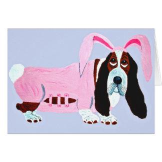 Tarjeta Basset Hound en juego rosado del conejito