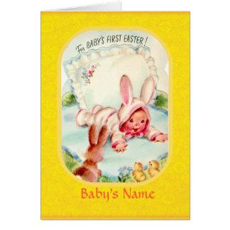 Tarjeta Bebé del ~ de Pascua primero vestido en coche del