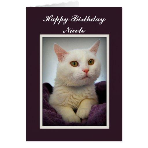 Tarjeta blanca del gato del feliz cumpleaños de Ni