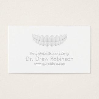 Tarjeta blanca simple de la odontología de la