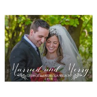 Tarjeta casada de la foto de los recienes casados
