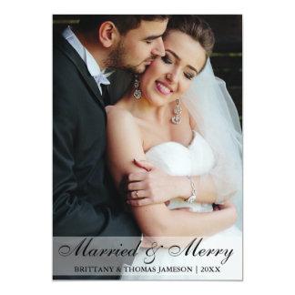 Tarjeta casada y feliz de la foto del boda del