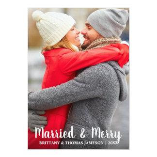 Tarjeta casada y feliz de la foto del recién
