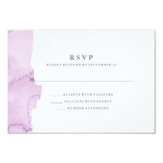 Tarjeta Chapoteo púrpura moderno minimalista RSVP de la