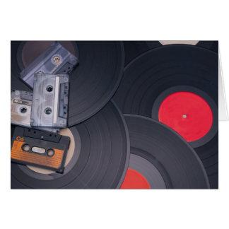 Tarjeta cintas y discos de vinilo retros de casete de los