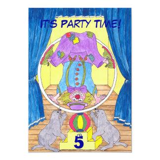 Tarjeta Clowning de la invitación de la fiesta de