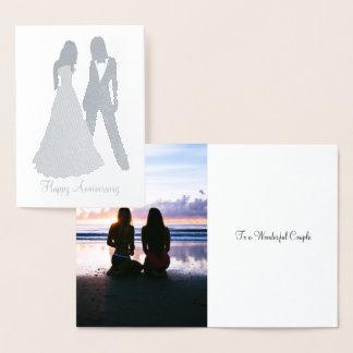 Tarjeta Con Relieve Metalizado Dos novias que casan el juego y el vestido