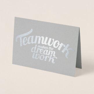 Tarjeta Con Relieve Metalizado El trabajo en equipo hace el trabajo ideal