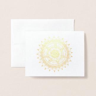 Tarjeta Con Relieve Metalizado Mandala del efecto metalizado del día de fiesta