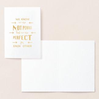Tarjeta Con Relieve Metalizado Oro somos perfectos para uno a tipografía