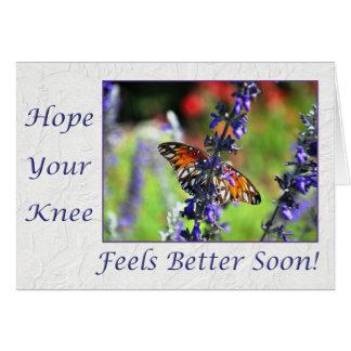 Tarjeta Consiga pronto la mariposa bien de la rodilla