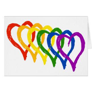 Tarjeta Corazones acodados arco iris del orgullo gay de la