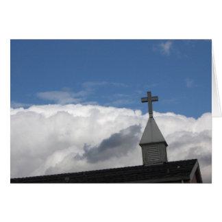Tarjeta cruz y nubes