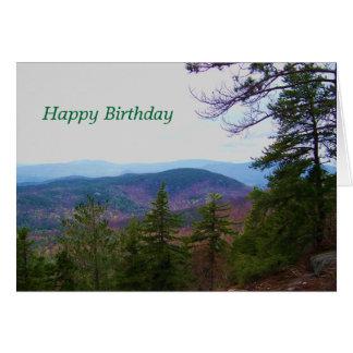 Tarjeta cumpleaños blanco de la montaña