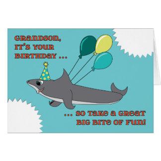 Tarjeta Cumpleaños de la mordedura grande del tiburón del