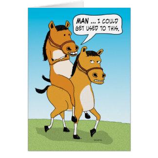 Tarjeta Cumpleaños divertido del caballo del montar a