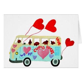 Tarjeta Cupids del Dachshund en su móvil del amor de la