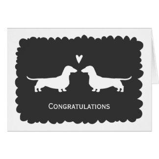 Tarjeta Dachshunds que casan enhorabuena