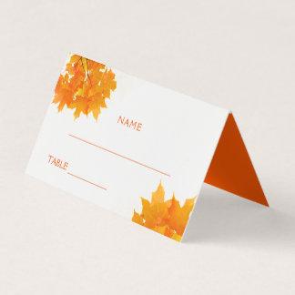 Tarjeta De Asiento El casarse de las hojas de arce del otoño