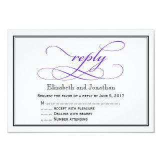 Tarjeta de contestación púrpura y blanca del boda