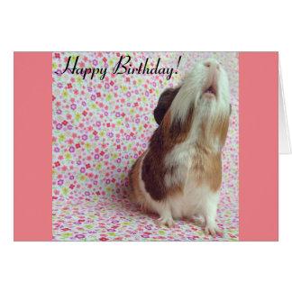 Tarjeta de cumpleaños adorable del conejillo de