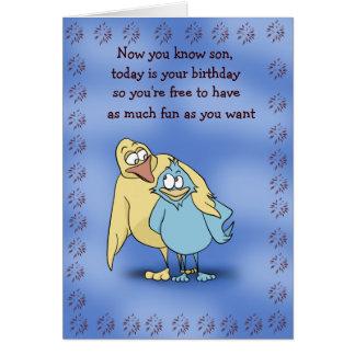 Tarjeta de cumpleaños de los pájaros del padre y d