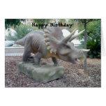 Tarjeta de cumpleaños del dinosaurio del Tricerato