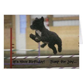 Tarjeta de cumpleaños del salto de la agilidad del