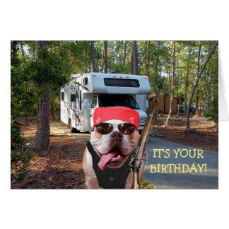 Tarjeta de cumpleaños divertida del campista