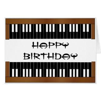 Tarjeta de cumpleaños dominante del piano