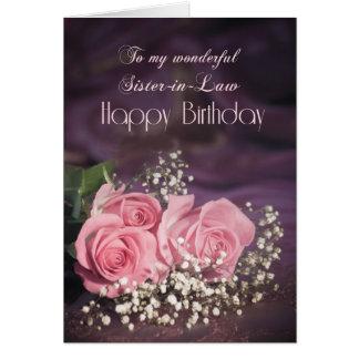 Tarjeta de cumpleaños para la cuñada con los rosas