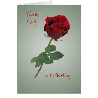 Tarjeta de cumpleaños para la esposa con la rosa