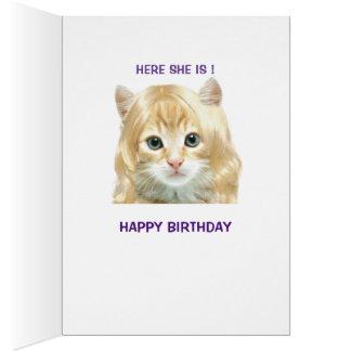 Tarjeta de cumpleaños rubia divertida del gatito