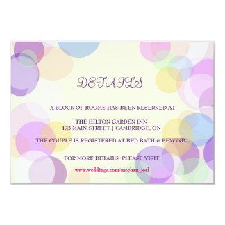 Tarjeta de detalles en colores pastel del boda de