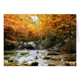 Tarjeta de felicitación de la cascada del bosque
