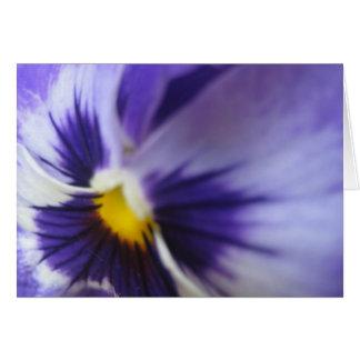 Tarjeta de felicitación púrpura del pensamiento