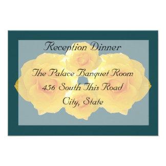 Tarjeta de la recepción de los rosas amarillos invitaciones personales