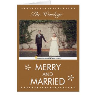 Tarjeta de Navidad feliz y casada
