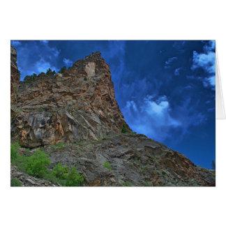 Tarjeta de nota de los acantilados y de las nubes