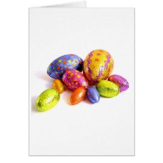 Tarjeta de pascua con los huevos de caramelo