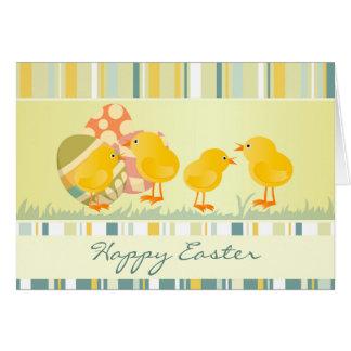 Tarjeta de pascua de los polluelos y de los huevos