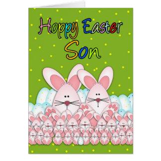 Tarjeta de pascua del hijo con los conejitos y los