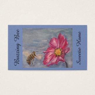 Tarjeta De Visita Abeja que zumba en un wildflower de la pradera en