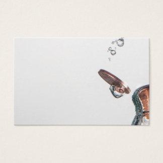 Tarjeta De Visita Acuñe el chapoteo en agua en un fondo blanco