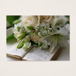 Tarjeta de visita del boda con el ramo