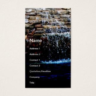 Tarjeta De Visita fuente de piedra en una piscina de la en-tierra