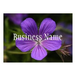 Tarjeta de visita púrpura de la flor