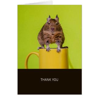 Tarjeta Degu en la taza amarilla le agradece