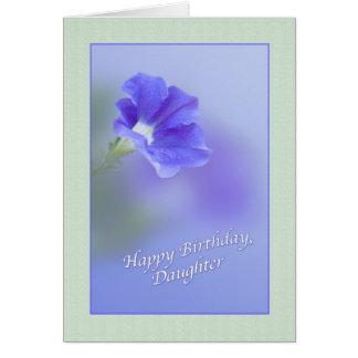 Tarjeta del cumpleaños de la hija con la petunia