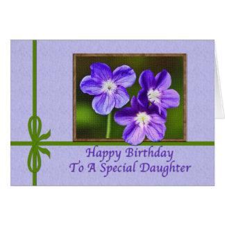 Tarjeta del cumpleaños de la hija con las violas